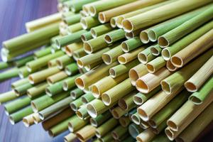 Ống hút cỏ bàng: Giải pháp mới thay thế ống hút nhựa