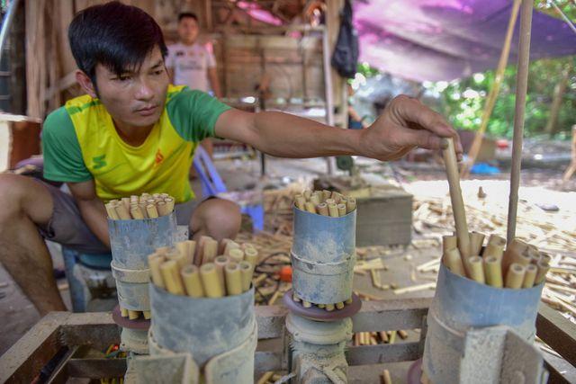 Quy trình làm ống hút tre xuất khẩu mang về tiền tỷ mỗi tháng của 8X Việt
